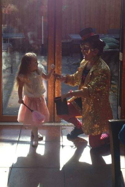 NYC magician Razzla Dazzle with child at birthday party