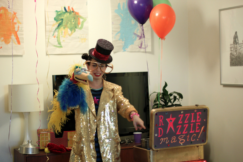 NYC magician Razzle Dazzle with puppet at birthday party